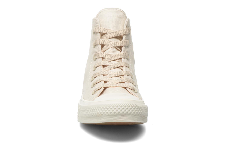 Sneakers Converse Chuck Taylor All Star II Hi W Beige modello indossato
