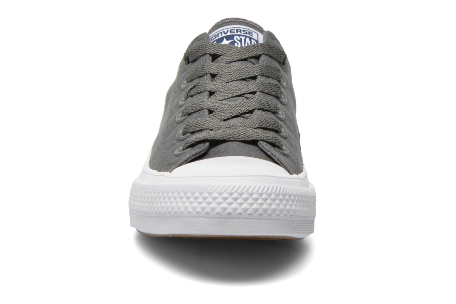 Baskets Converse Chuck Taylor All Star II Ox W Gris vue portées chaussures
