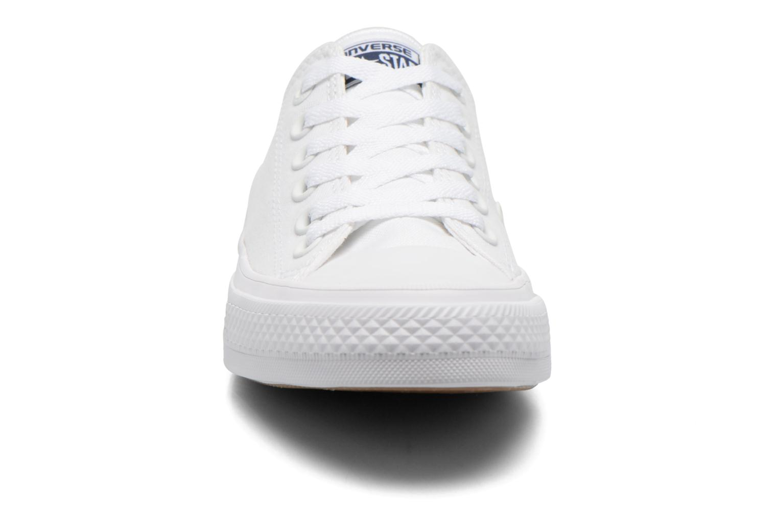 Baskets Converse Chuck Taylor All Star II Ox W Blanc vue portées chaussures