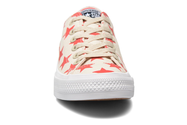 Baskets Converse Chuck Taylor All Star II Ox M Beige vue portées chaussures