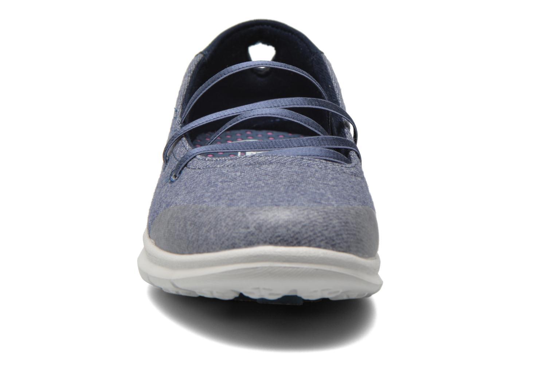 Ballerines Skechers Go Step - Pose 14209 Bleu vue portées chaussures