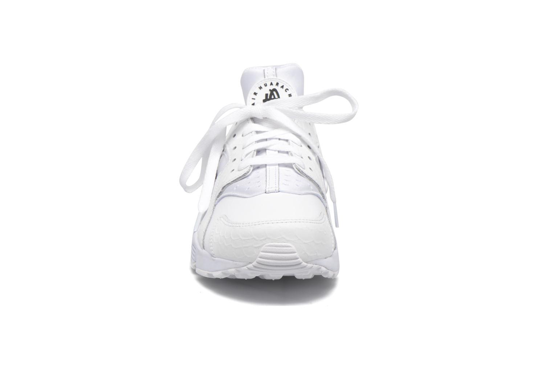 Baskets Nike Nike Air Huarache Run Prm Blanc vue portées chaussures