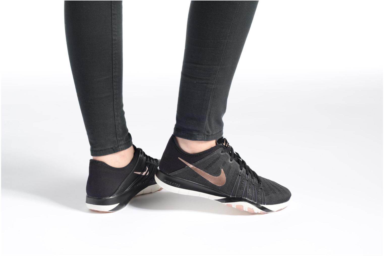 Sportschuhe Nike Wmns Nike Free Tr 6 weiß ansicht von unten / tasche getragen