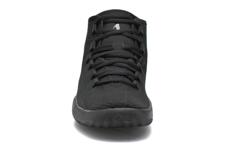 Zapatos con cordones Jordan Jordan Reveal Negro vista del modelo