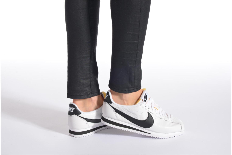 Sneaker Nike Classic Cortez Prem W weiß ansicht von unten / tasche getragen