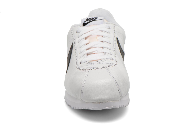 Sneaker Nike Classic Cortez Prem W weiß schuhe getragen