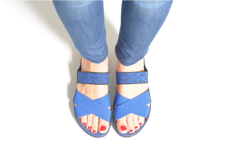 Clogs & Pantoletten Crocs Crocs Anna Slide blau ansicht von unten / tasche getragen