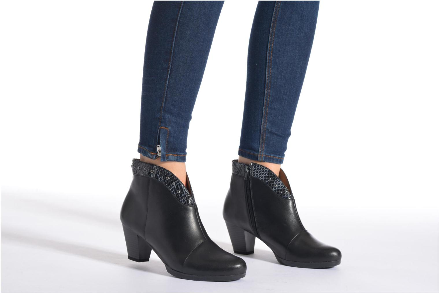 Ankle boots Sweet Tuiter Black view from underneath / model view