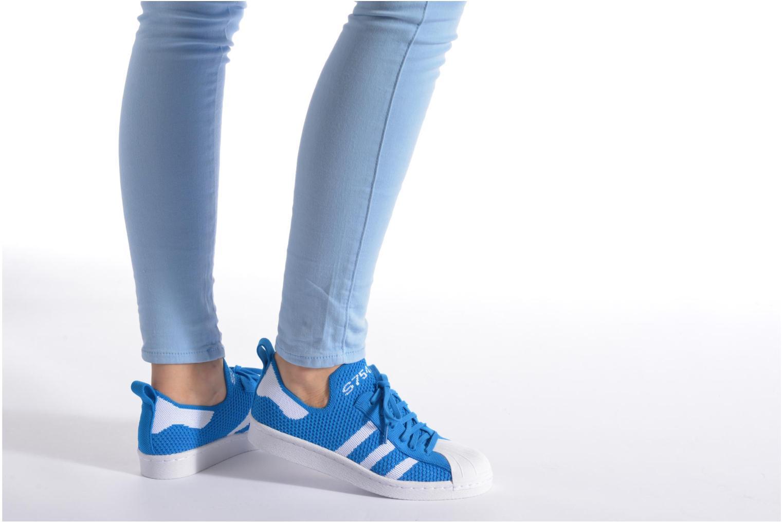 Baskets Adidas Originals Superstar 80S PK W Rouge vue bas / vue portée sac