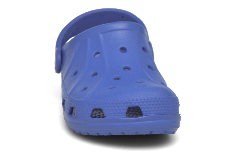 Sandales et nu-pieds Crocs Ralen Clog K Bleu vue portées chaussures