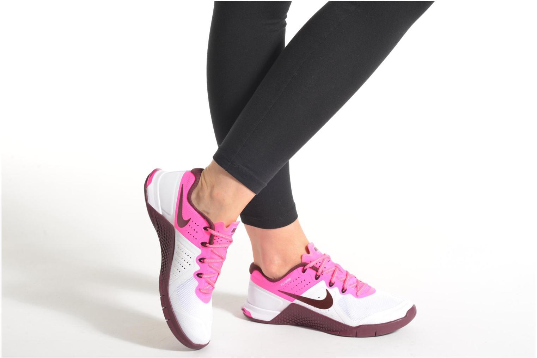 Sneaker Nike Wmns Nike Metcon 2 weiß ansicht von unten / tasche getragen