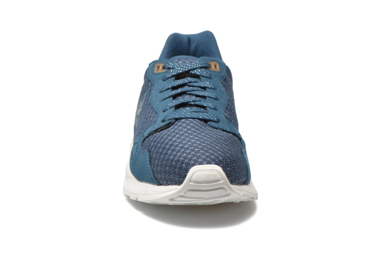 Sneakers Le Coq Sportif Lcs R900 W Mesh Azzurro modello indossato