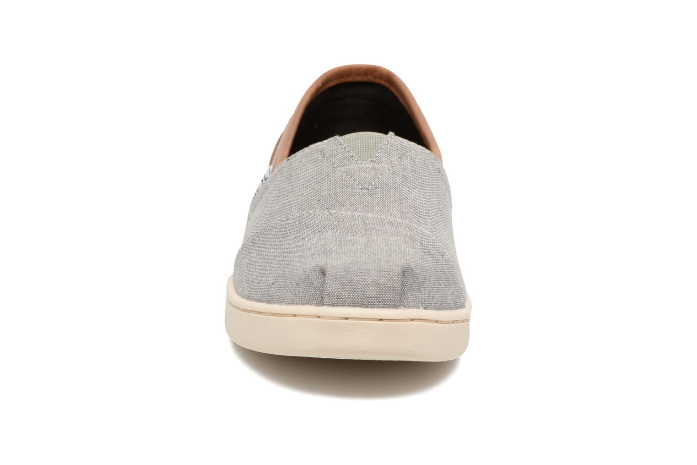 Sneaker TOMS Seasonal Classics grau schuhe getragen