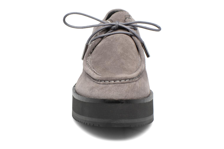 Zapatos con cordones Bronx Vino I Gris vista del modelo