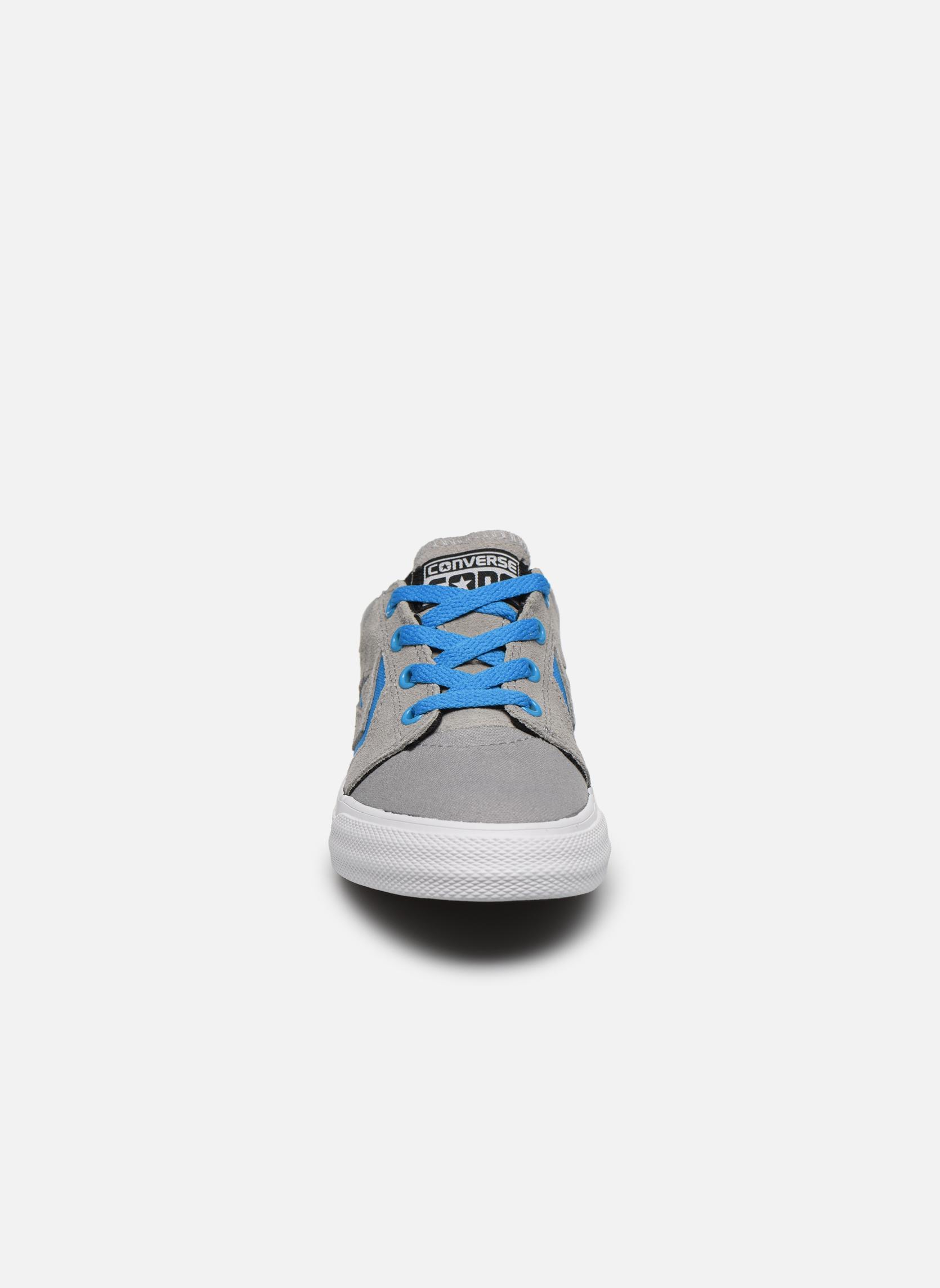 Sneakers Converse Cons Tre Star Ox Grigio modello indossato