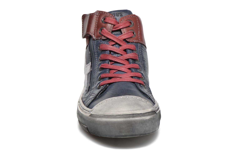 Sneakers Stones and Bones Itaco Azzurro modello indossato