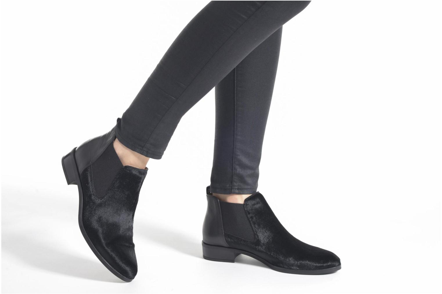 Ankle boots Unisa Baiso Black view from underneath / model view