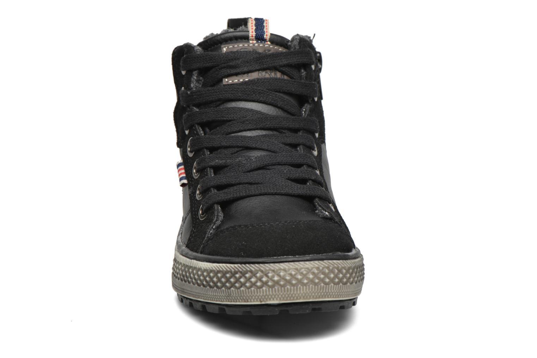 Sneakers Bopy Tissaro Nero modello indossato