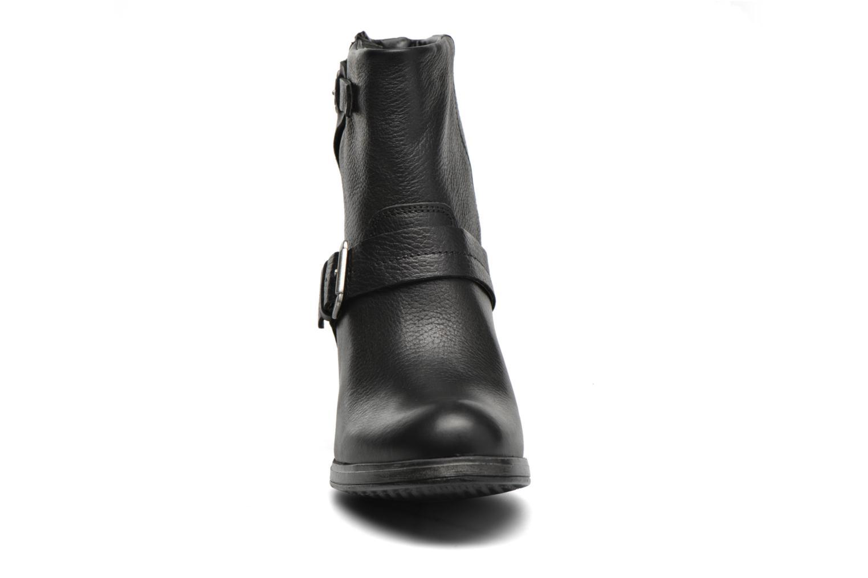 Bottines et boots Bullboxer Dipta Noir vue portées chaussures