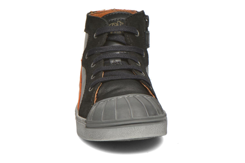 Sneakers Art A060 Split Nero modello indossato