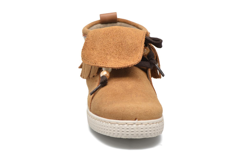 Sneakers Victoria Botin Flecos Serraje Marrone modello indossato