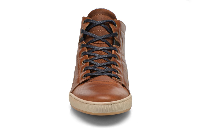 Baskets Bullboxer Charles Marron vue portées chaussures