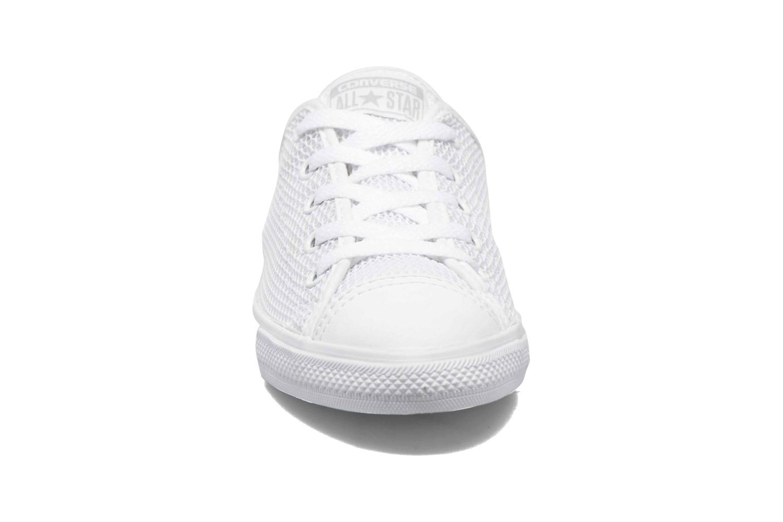 Baskets Converse Chuck Taylor All Star Dainty Ox W Blanc vue portées chaussures