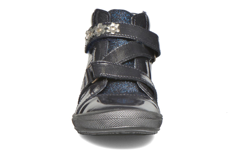 Sneaker GBB Nicoleta blau schuhe getragen