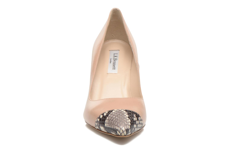 Zapatos de tacón L.K. Bennett Kay Beige vista del modelo