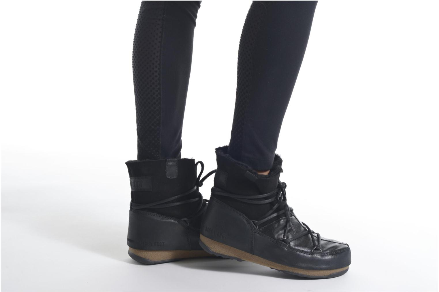 Sport shoes Moon Boot We Low Mix Black view from underneath / model view