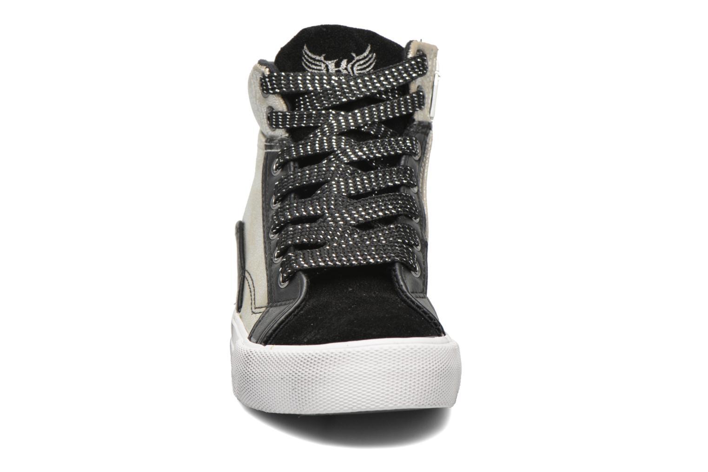 Sneakers Kaporal Amelony Nero modello indossato