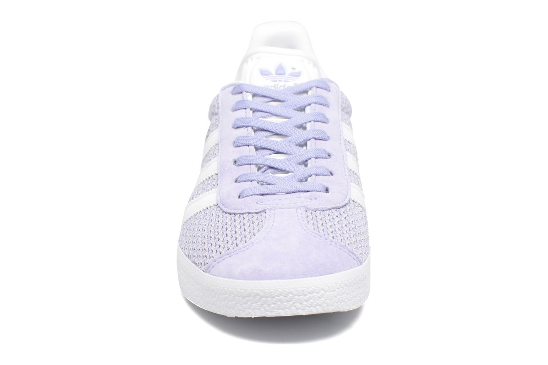 Deportivas Adidas Originals Gazelle W Violeta      vista del modelo
