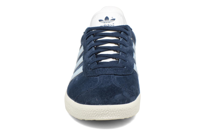 Sneakers Adidas Originals Gazelle W Azzurro modello indossato
