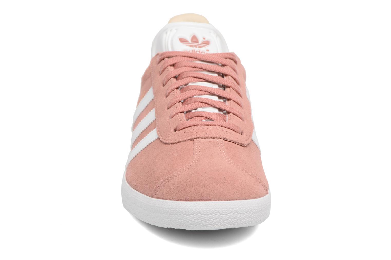Deportivas Adidas Originals Gazelle W Rosa vista del modelo