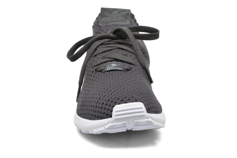 Baskets Adidas Originals Zx Flux Pk Gris vue portées chaussures