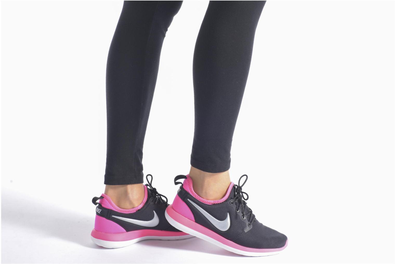 Baskets Nike Nike Roshe Two (Gs) Noir vue bas / vue portée sac