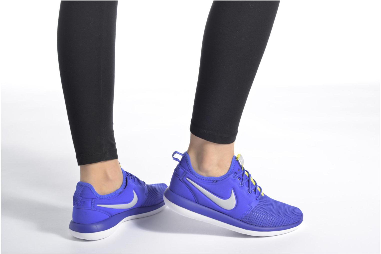 Baskets Nike Nike Roshe Two (Gs) Gris vue bas / vue portée sac