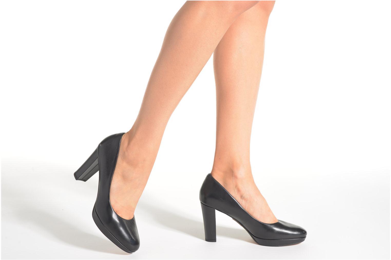 Kendra Sienna Black leather
