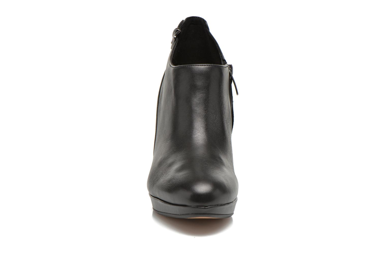 Bottines et boots Clarks Kendra Spice Noir vue portées chaussures
