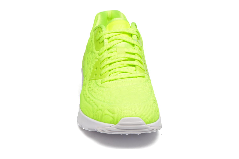 Baskets Nike W Air Max 90 Ultra Plush Jaune vue portées chaussures