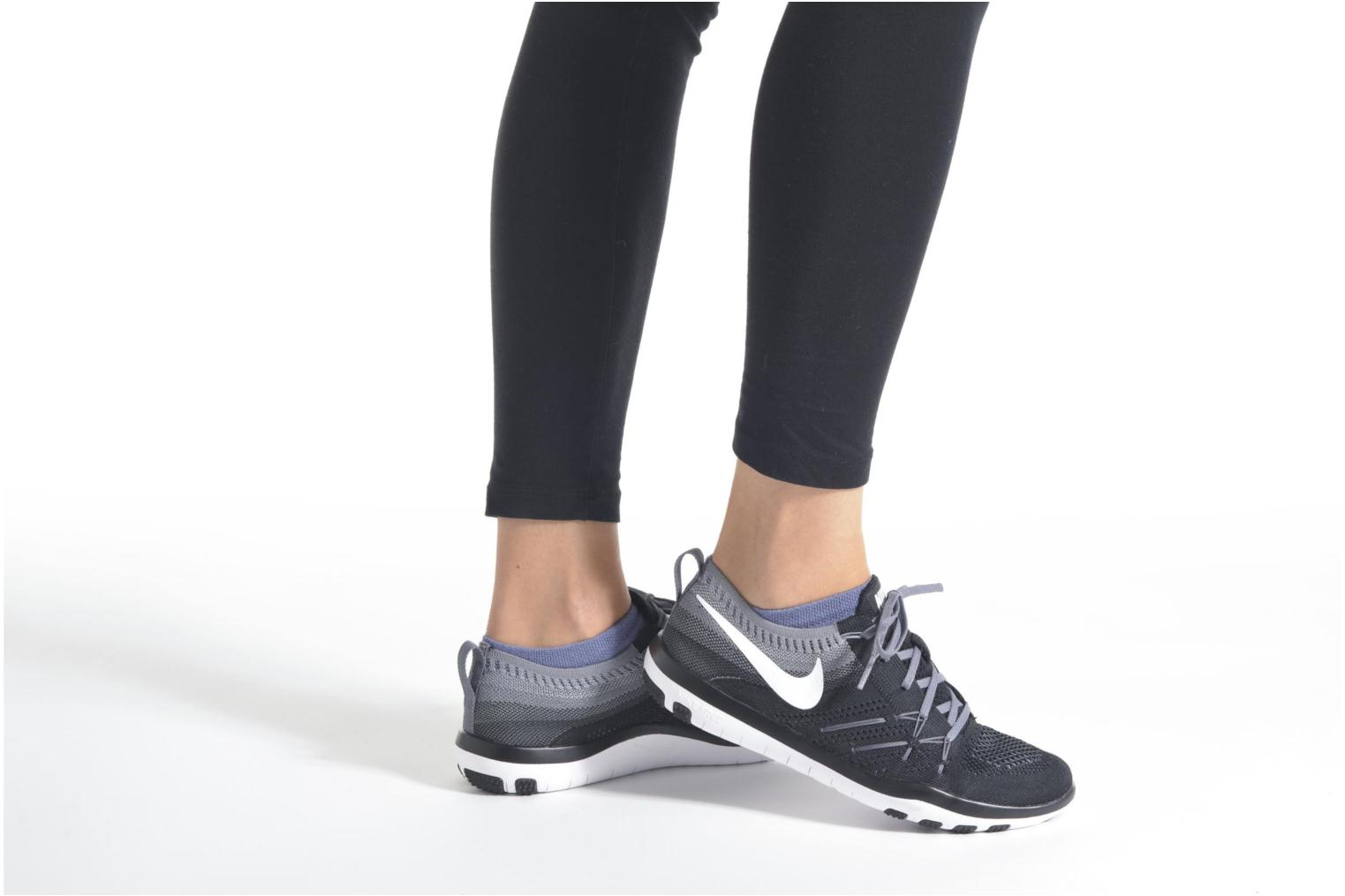 Sport shoes Nike W Nike Free Tr Focus Flyknit Black view from underneath / model view