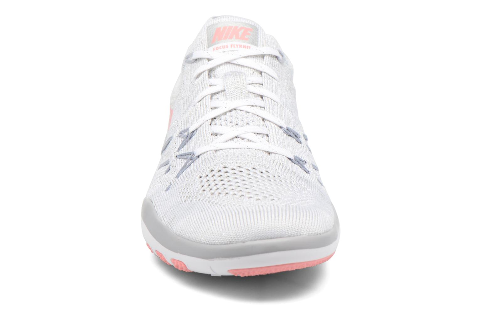 Chaussures de sport Nike W Nike Free Tr Focus Flyknit Blanc vue portées chaussures