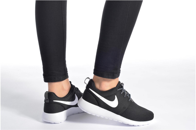 Sneaker Nike W Nike Roshe One weiß ansicht von unten / tasche getragen