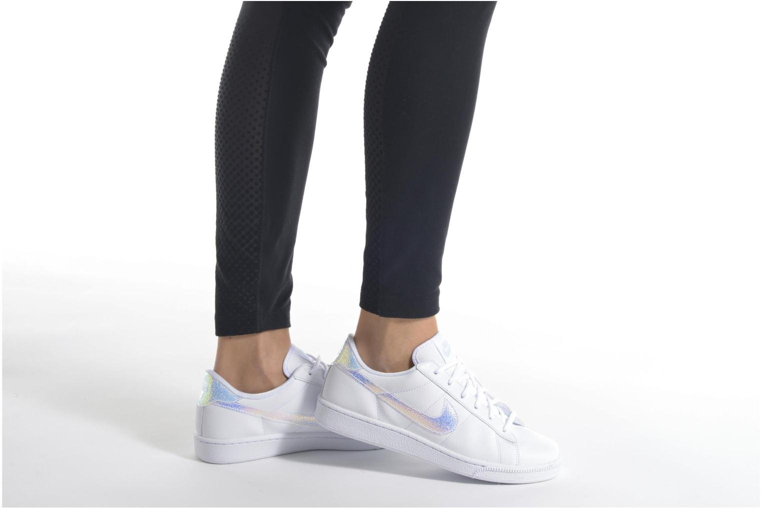 Trainers Nike Wmns Tennis Classic Prm Black view from underneath / model view