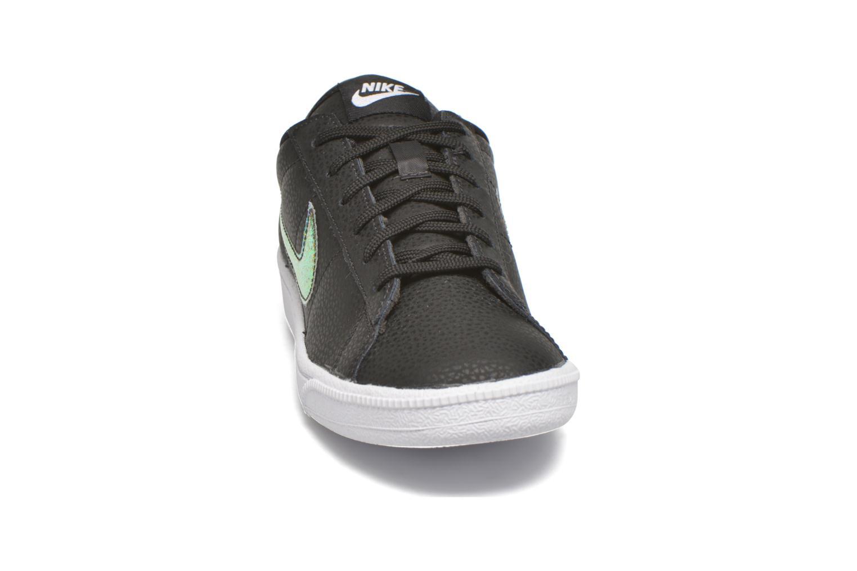 Sneakers Nike Wmns Tennis Classic Prm Nero modello indossato