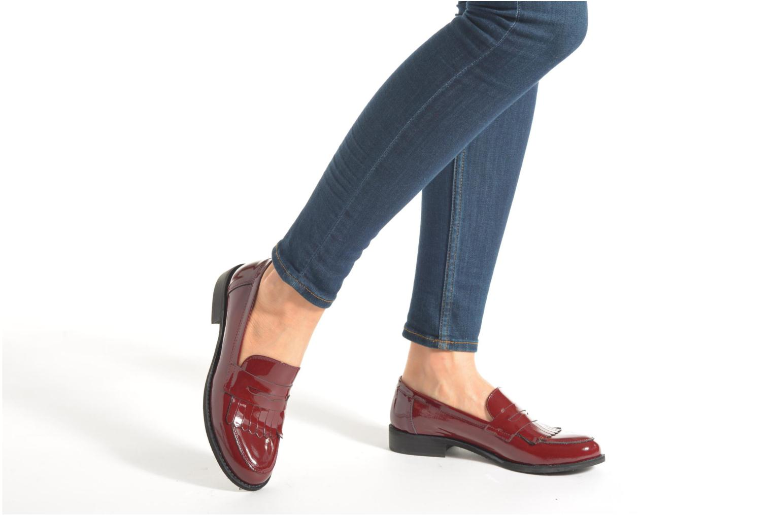 Loafers Georgia Rose Mamoc Burgundy view from underneath / model view