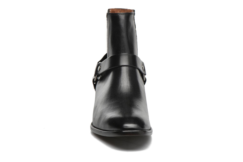 Bottines et boots Frye Dara Harness Chelsea Noir vue portées chaussures