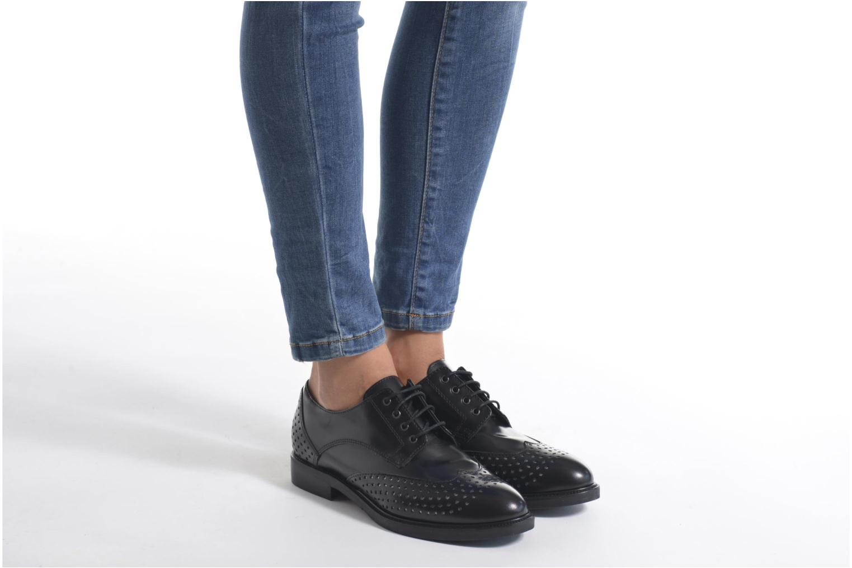 Schnürschuhe Minelli Elmé schwarz ansicht von unten / tasche getragen