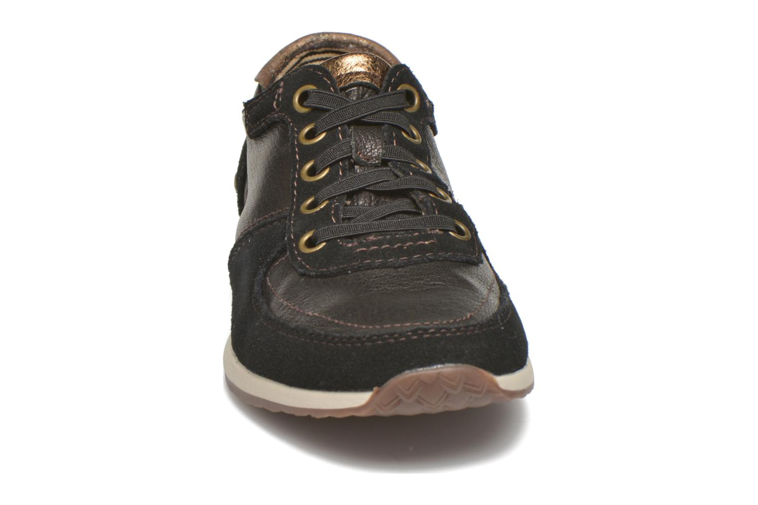 Sneakers Hush Puppies Chazy Dayo Nero modello indossato