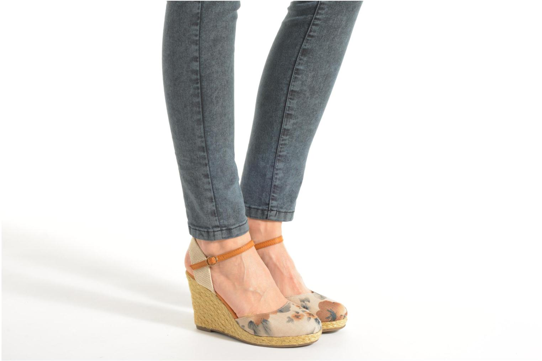 Sandales et nu-pieds Xti Seeland 45873 Marron vue bas / vue portée sac